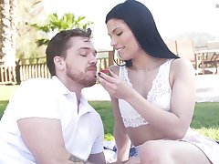 Hope for sex babe Sadie Blake gives a blowjob and gets fucked outdoor