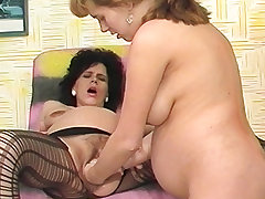 both paws deep hither pregnant moms cunt