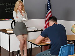 Savannah bond gives kinky incentive to will not hear of student
