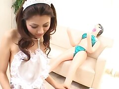 Cute Asian tolerant Aki Anzai drops insusceptible to her knees to give a blowjob