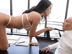 Office beauty craves with swallow after fucking her boss