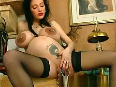Odd Persuasive Spoil STRETCHES HER MONSTER PUSSY